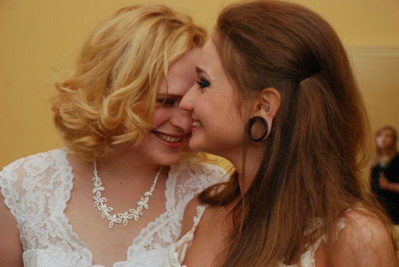В питерском ЗАГСе две невесты законно сочетались браком
