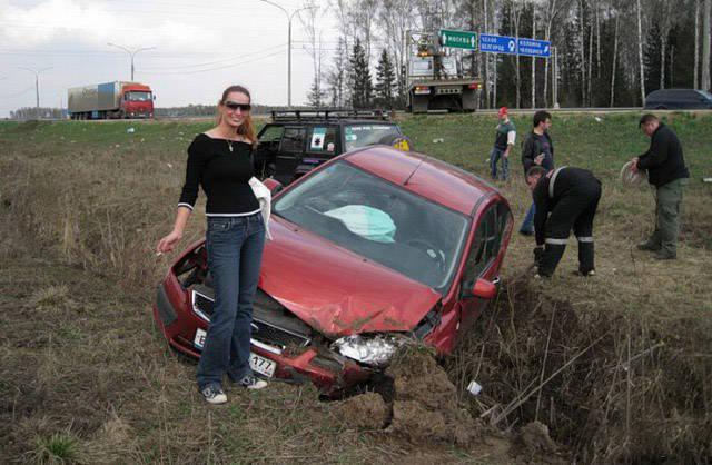 Опасность! Девушка за рулем! (44 фото)