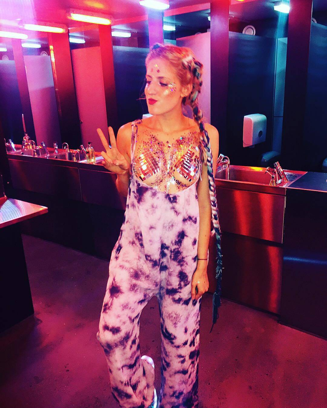 Новый тренд в Instagram - Glitter Boobs (20 фото)