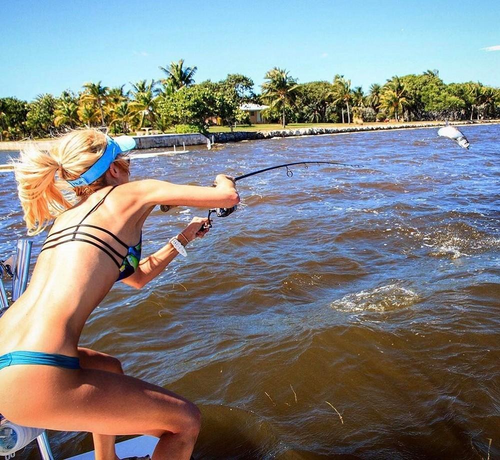 Девушки на рыбалке - 3 (35 фото)