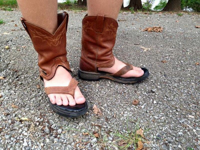 Ковбойские сандалии - новый тренд (15 фото)