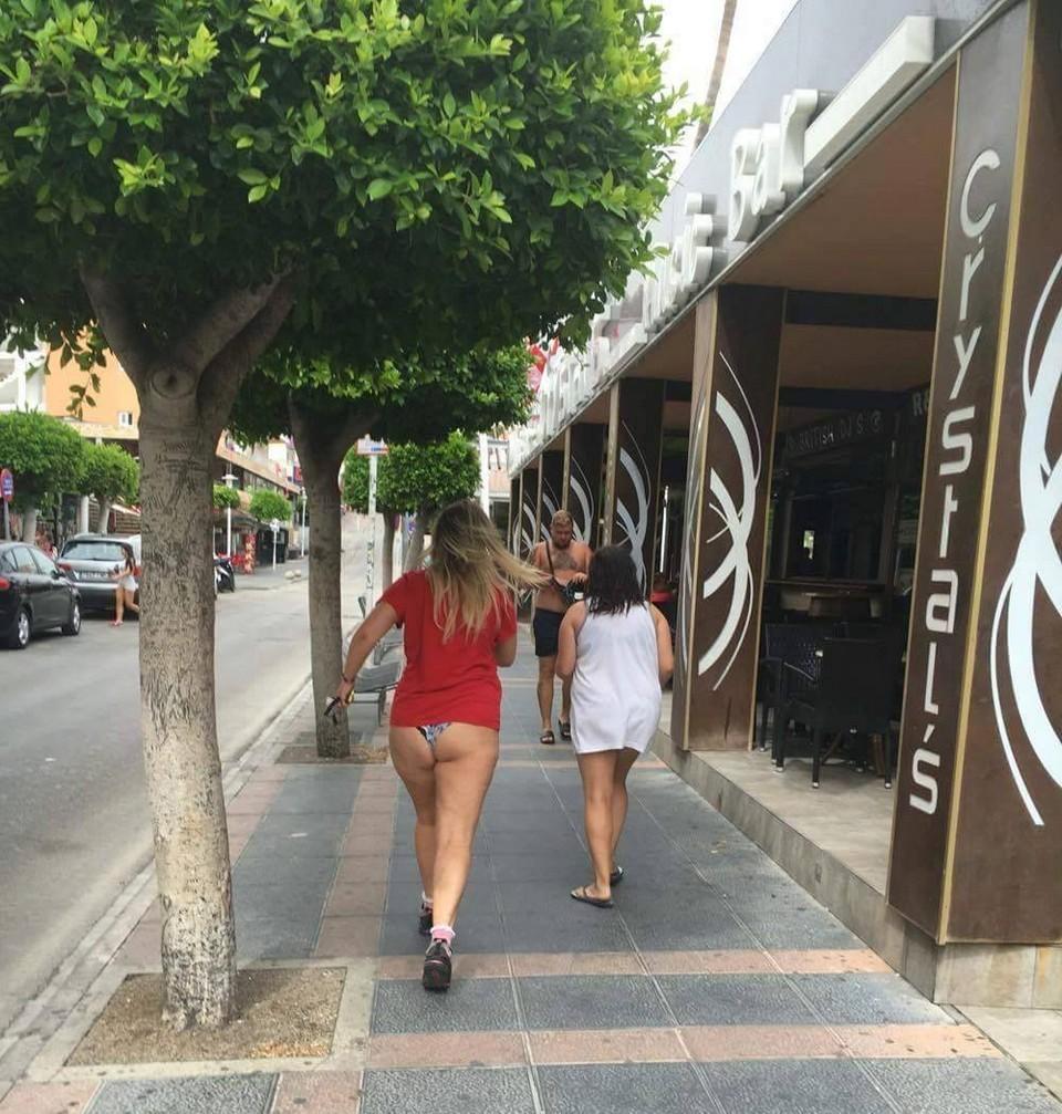 В соцсетях глумятся над поведением англичан на курортах (30 фото)