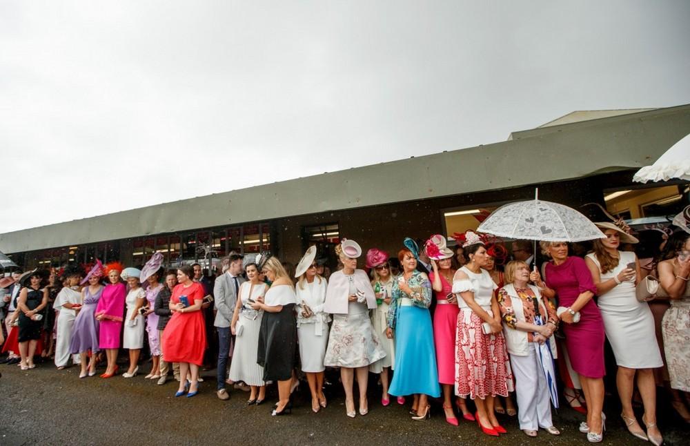 Британские леди отрываются на скачках (25 фото)
