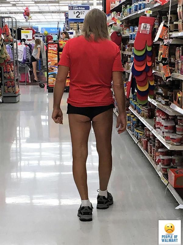 Walmart прям бьет все рекорды по чудаковатости своих посетителей