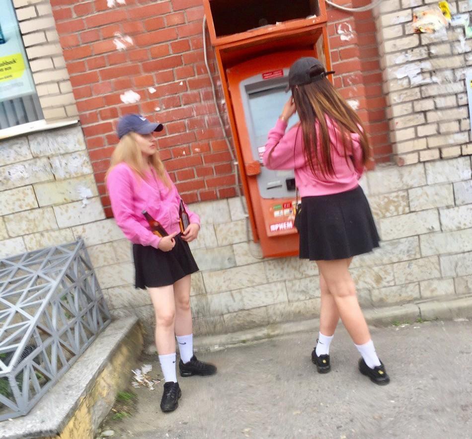 Модные и странные персонажи на питерских улицах - 2 (35 фото)