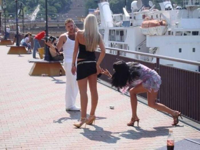 Девушки делающие забавные и странные вещи