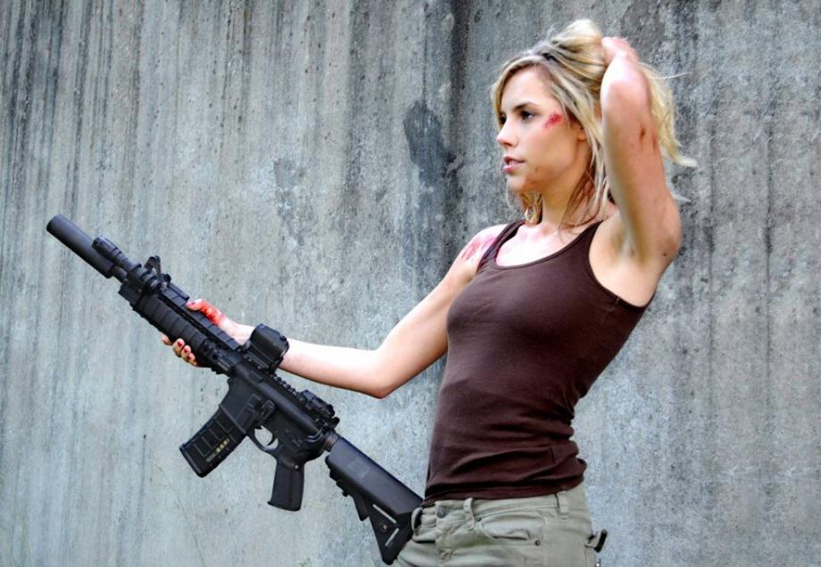 Девушки и оружие - 3 (50 фото)