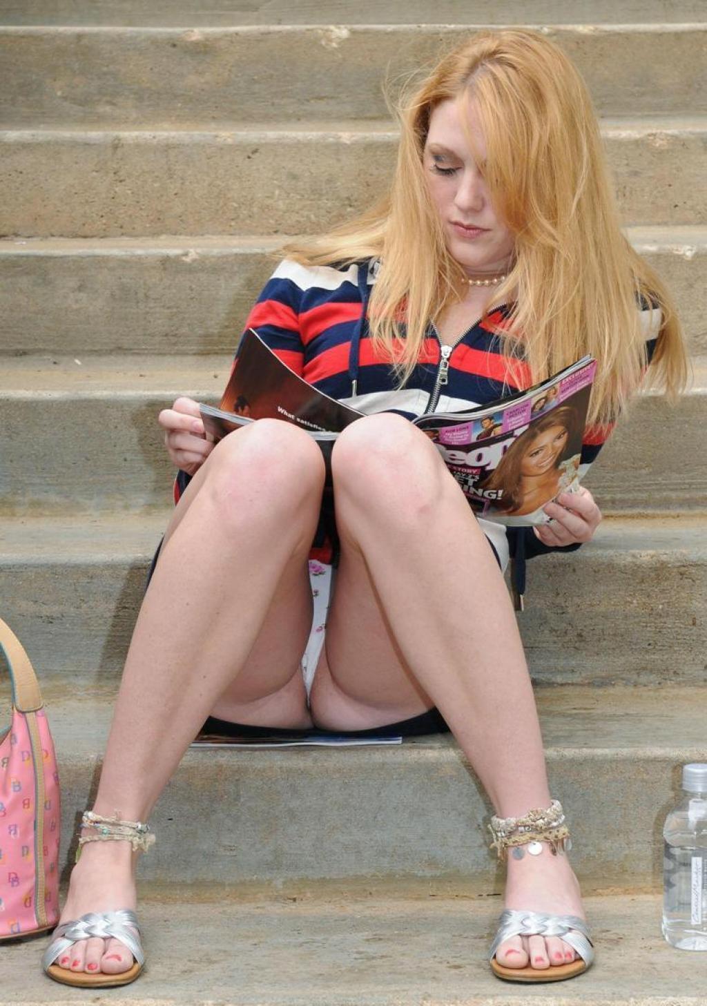 Случайные и не очень засветы девушек - 3  (50 фото)
