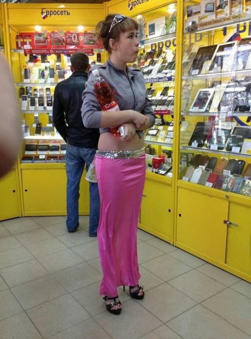Нелепо одетые люди