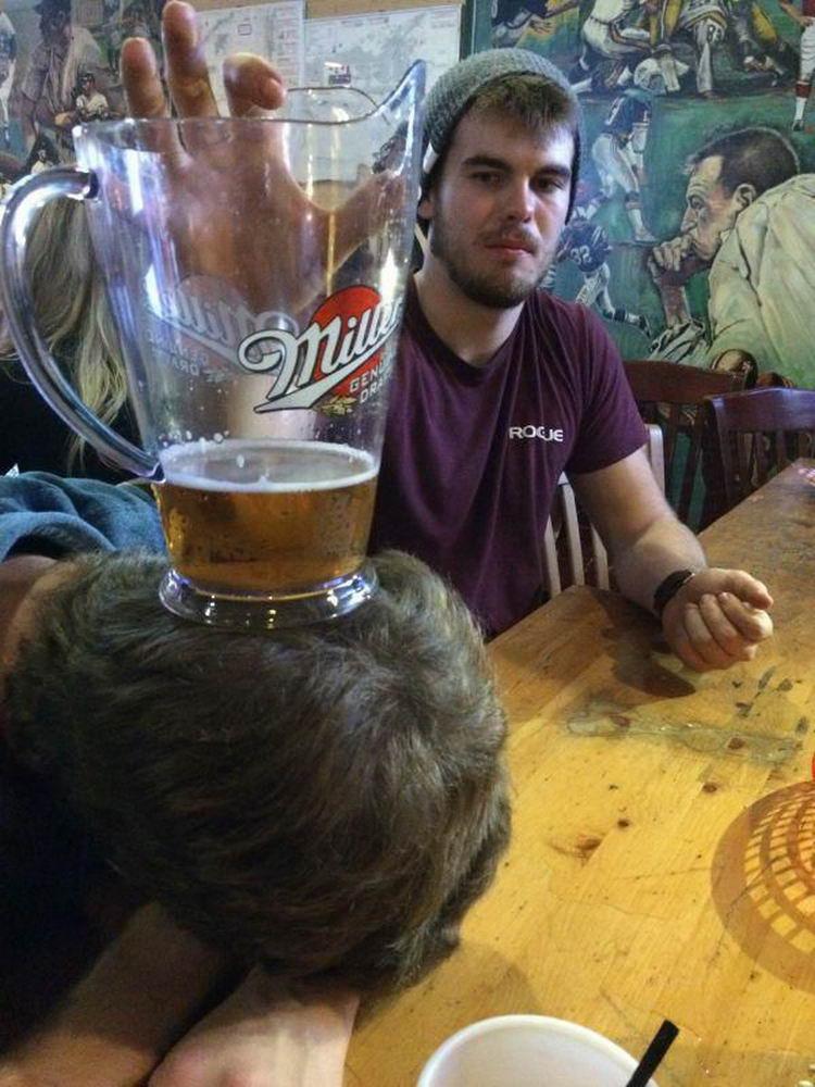 Сильно пьяные люди