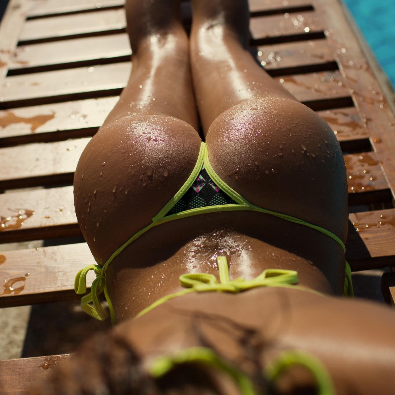 Немного солнца и девушек в бикини