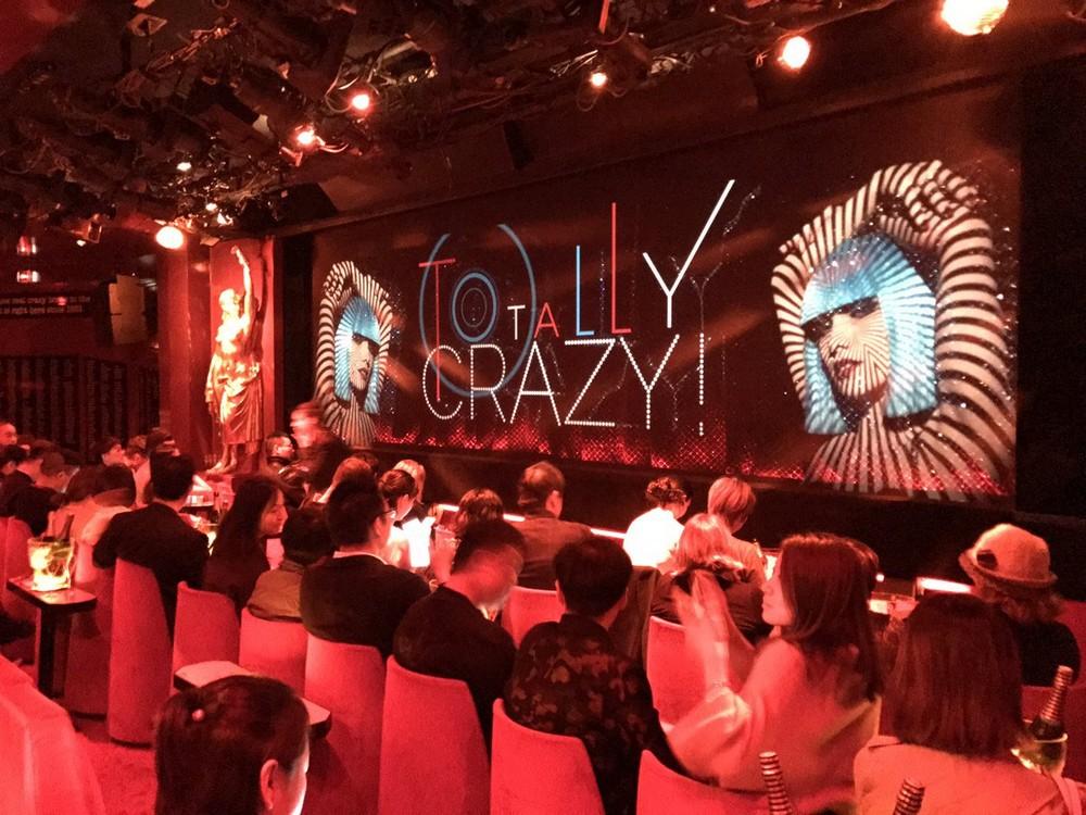 За кулисами парижского кабаре Crazy Horse