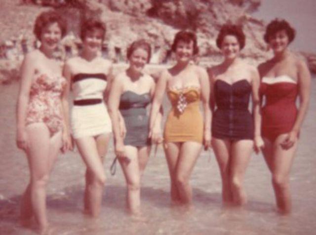 Самый популярный купальный костюм для женщин в 1950-х годах (40 фото)