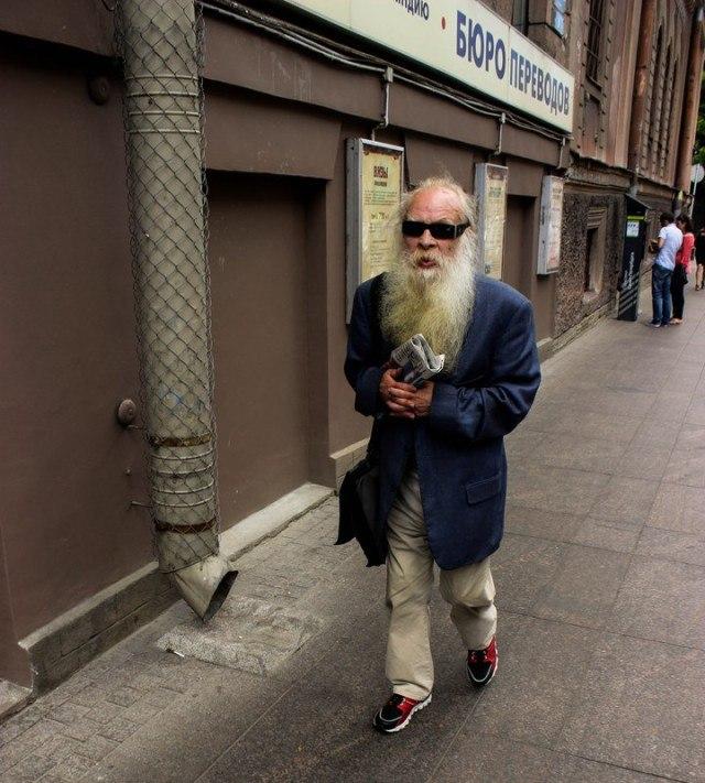 Модные и странные персонажи на питерских улицах - 3 (35 фото)