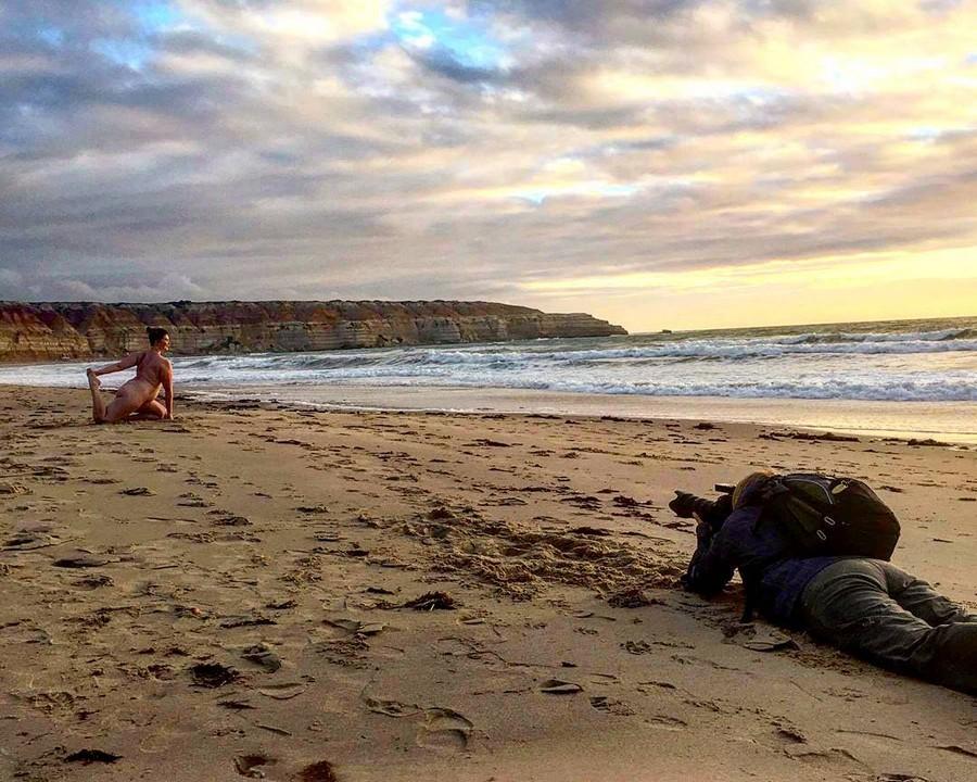 Голая йога в Австралии