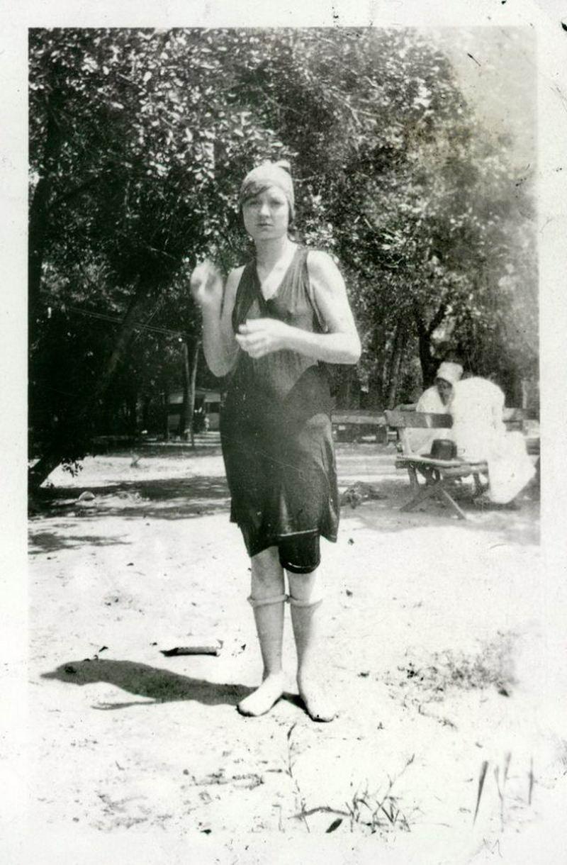 Женщины в костюмах для купания 1920-х годов