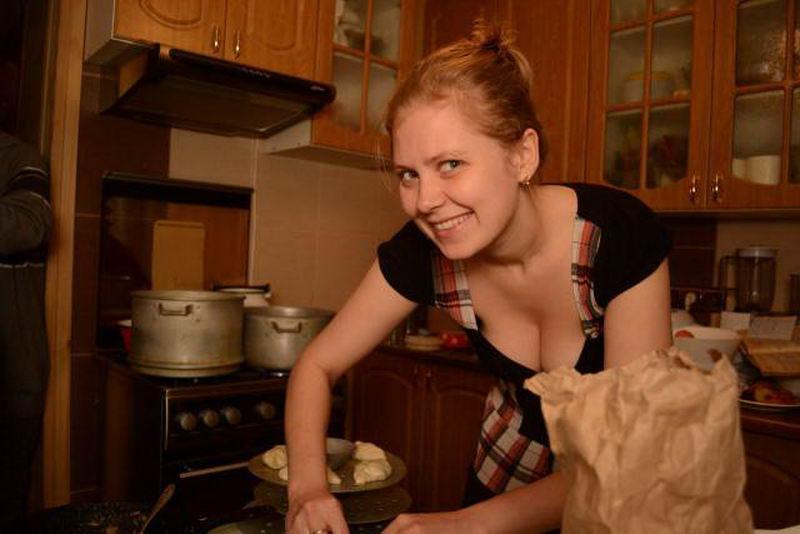 Девушки на кухне (45 фото)