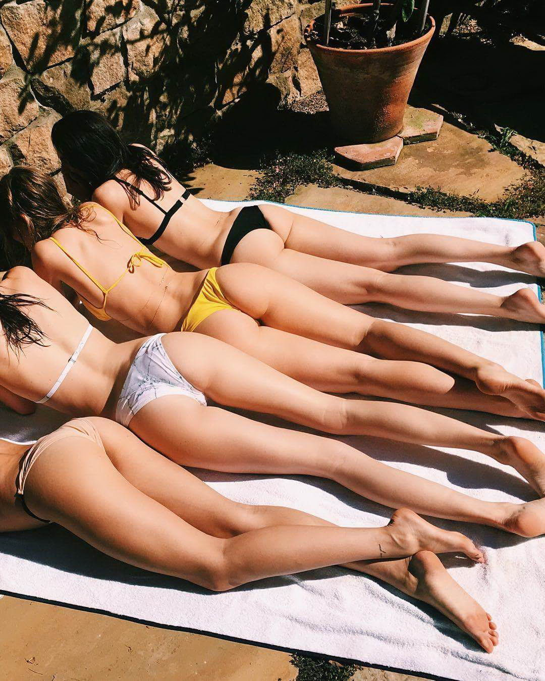 Немного солнца и бикини