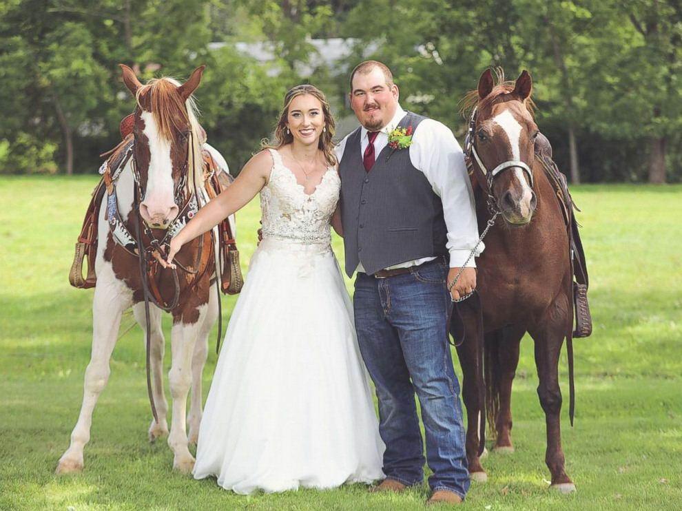 Лошадь затмила невесту на свадебных фотографиях