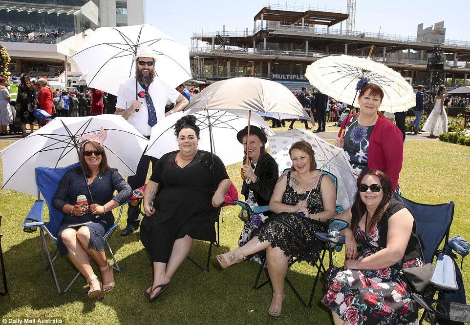 Женский день на ежегодных скачках в Мельбурне