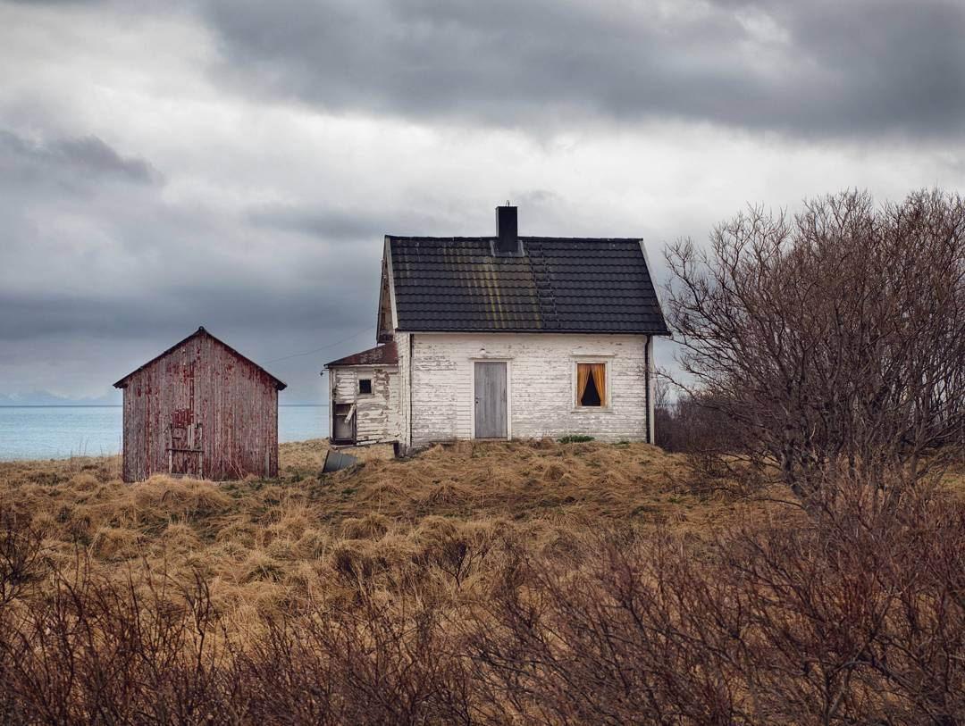 Заброшенные дома на снимках Бритт Мери Бай
