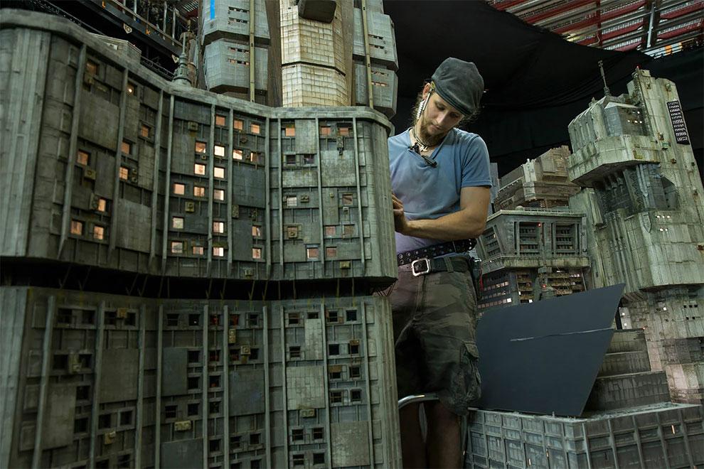 Процесс изготовления декораций для фильма Бегущий по лезвию 2049 (16 фото)