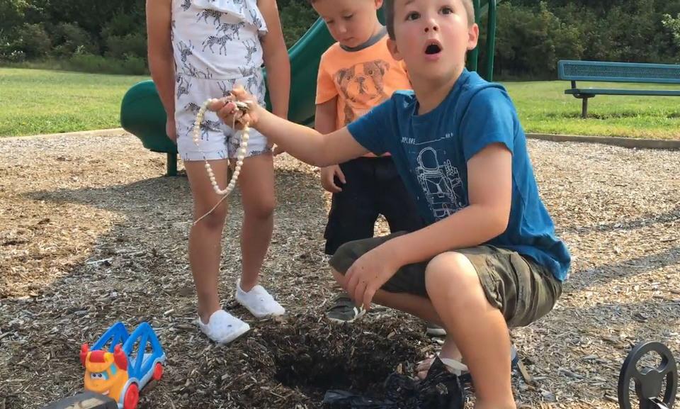 Детишки нашли клад на детской площадке