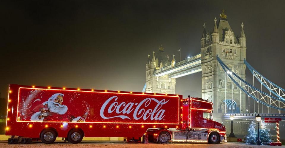 Счастливчики могут провести ночь в грузовике Кока-Кола (12 фото)