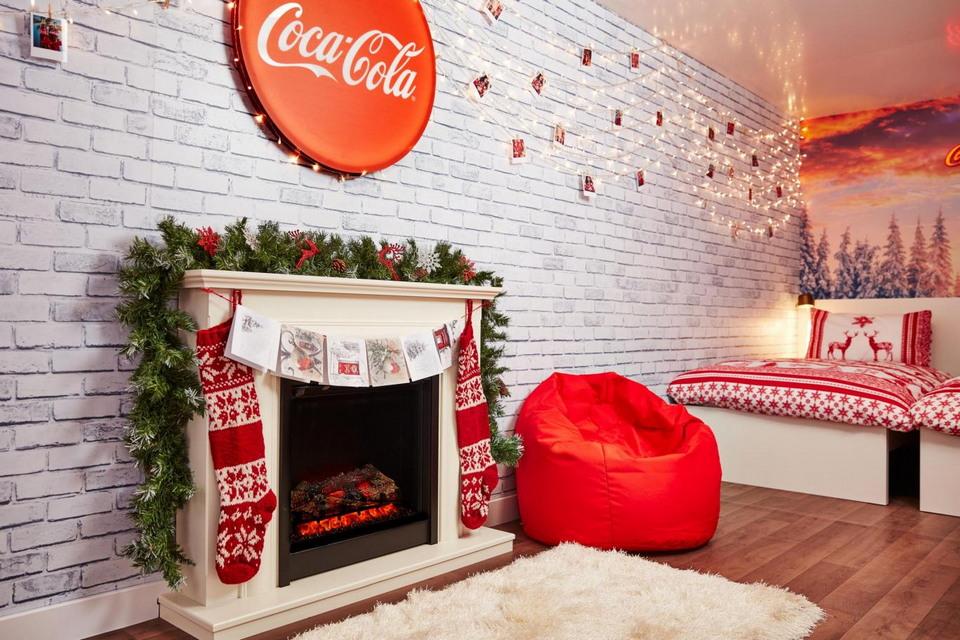счастливчики могут провести ночь в грузовике Кока-Кола