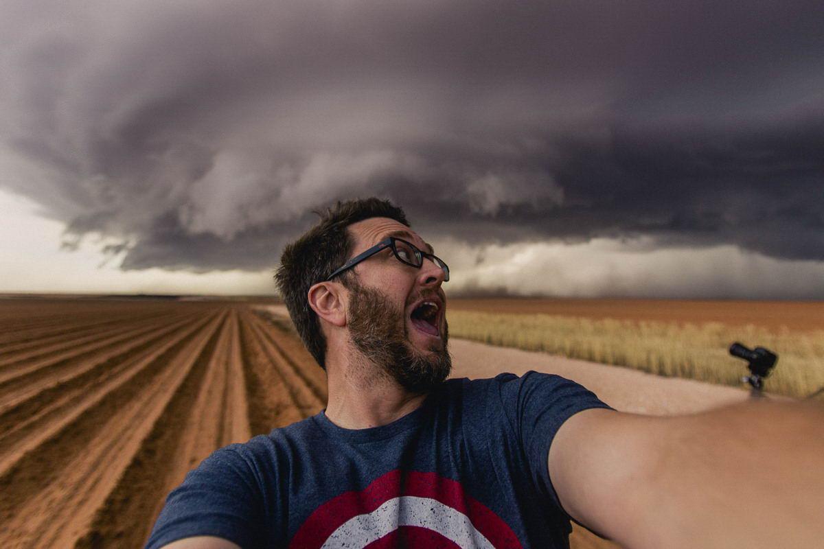 Охотник за ураганами Майк Олбински (25 фото + видео)