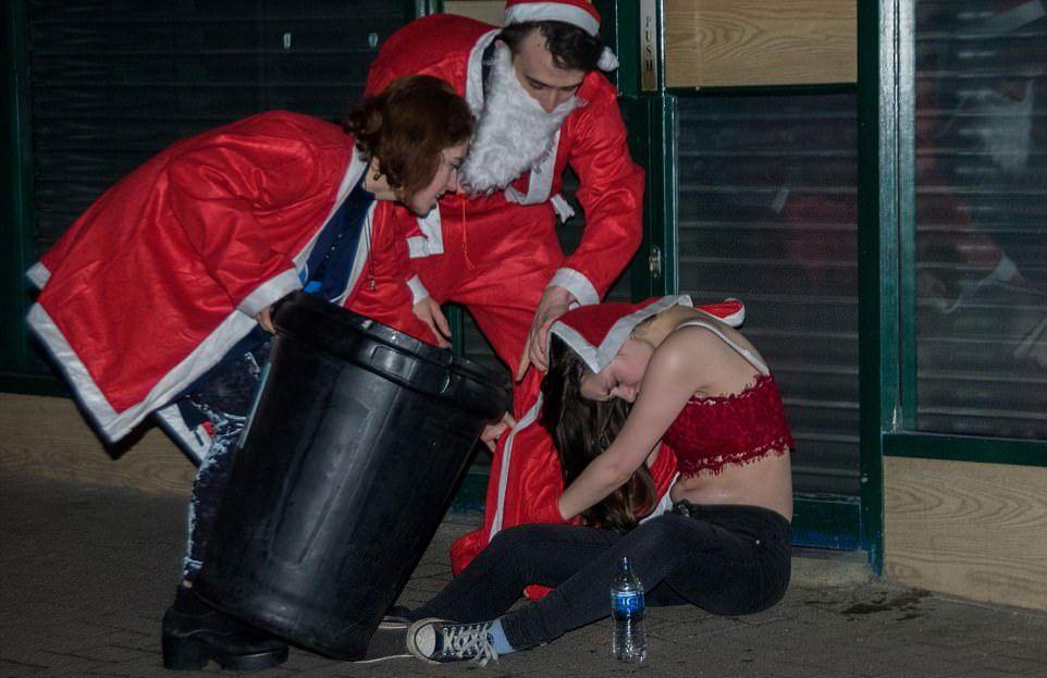 Студенты Оксфорда вручили подарки бездомным и устроили пьянку