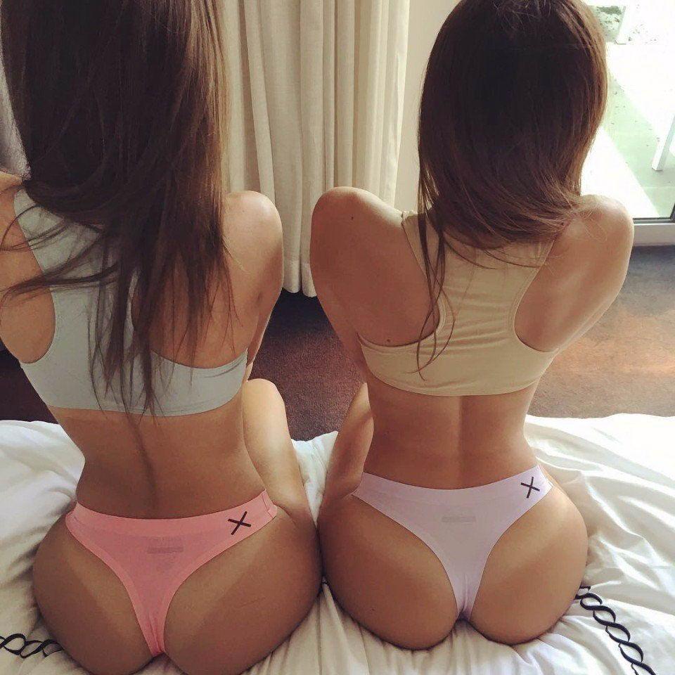 Девушки из разных социальных сетей