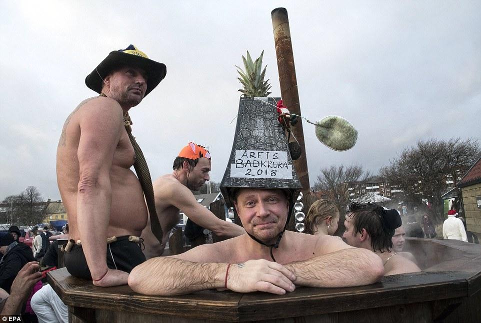 Новогодние заплывы в разных странах мира