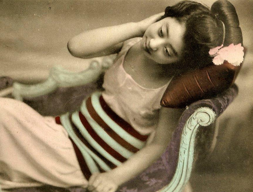 Винтажные фото гейш в купальниках