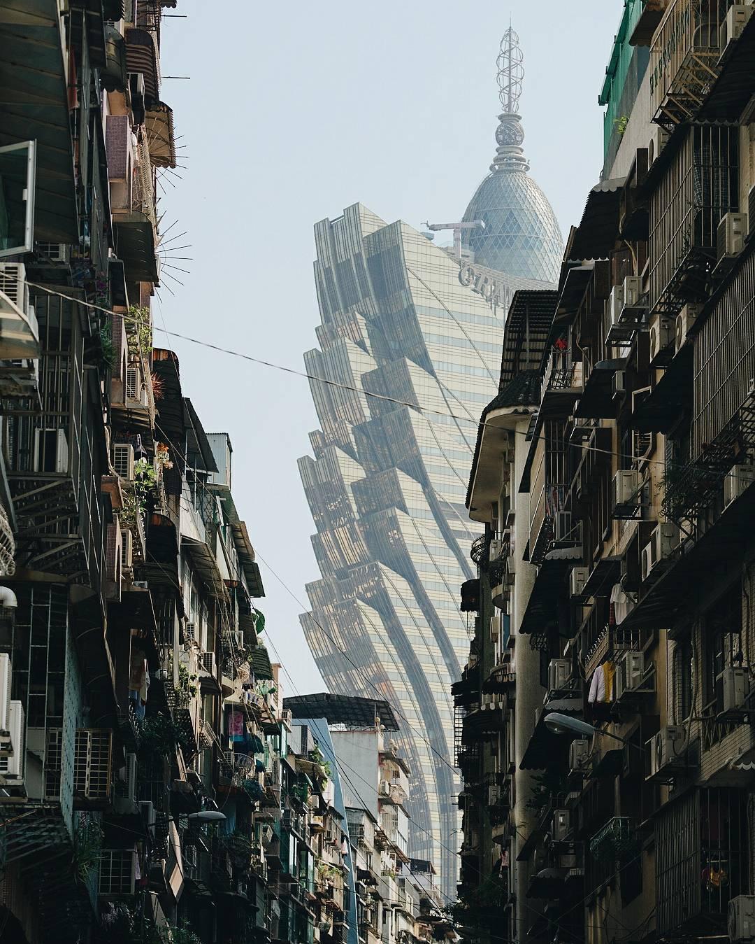 Нуно Ассис и его фантастические фотографии Гонконга (55 фото)