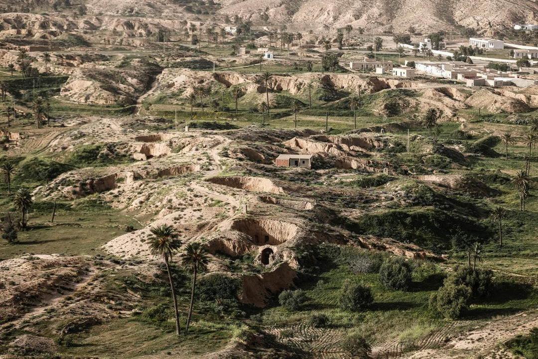 Вероятно последние жители подземных домов в Тунисе (20 фото)
