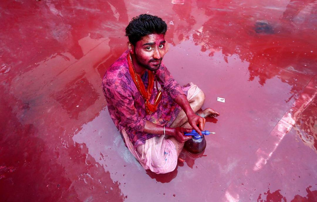 Латмар Холи в Индии (32 фото)