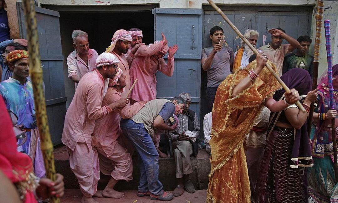 Латмар Холи в Индии
