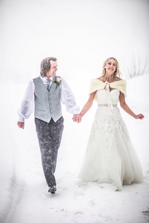 Снежная погода придала шарма свадьбе британской пары (20 фото)