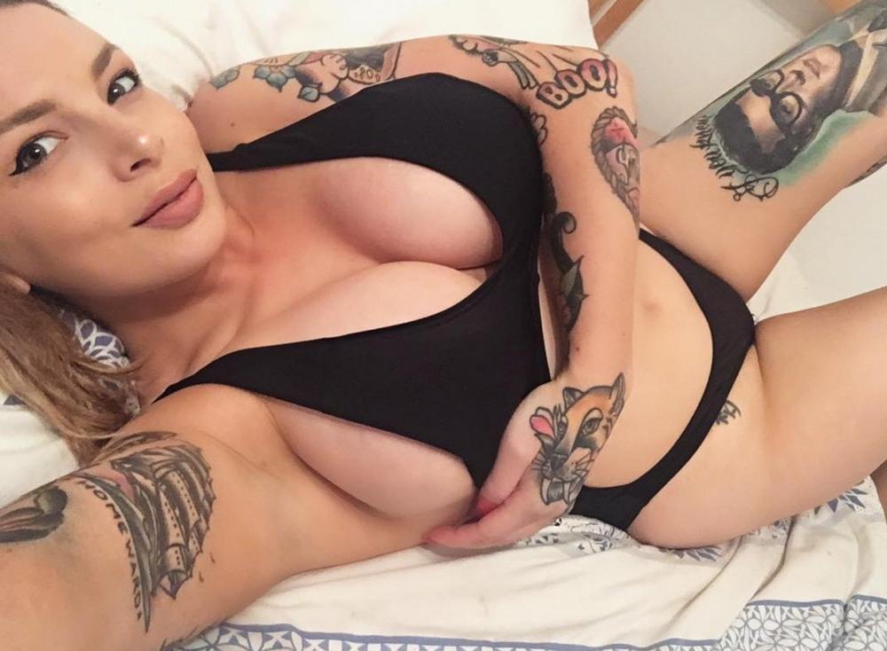 Татуированные девчонки (42 фото)