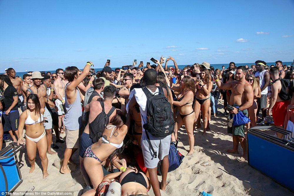 Студенческие весенние каникулы во Флориде (35 фото)
