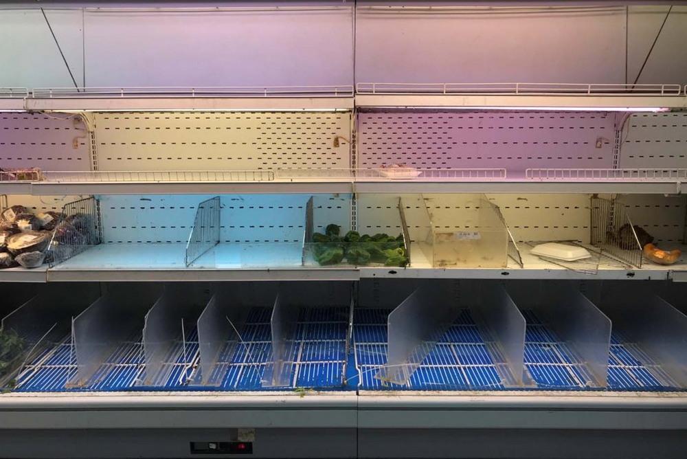 Кризис и пустые полки в супермаркетах Венесуэлы (25 фото)