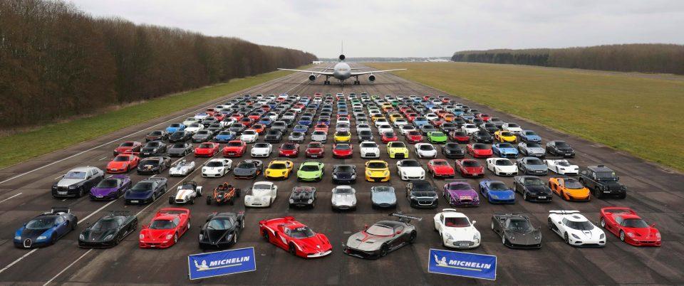 300 суперкаров общей стоимостью более £75 млн собрали на полигоне