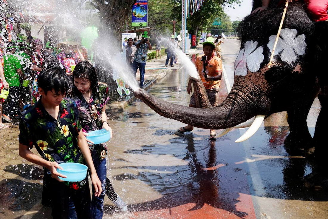 Ежегодный фестиваль воды в Таиланде (40 фото)