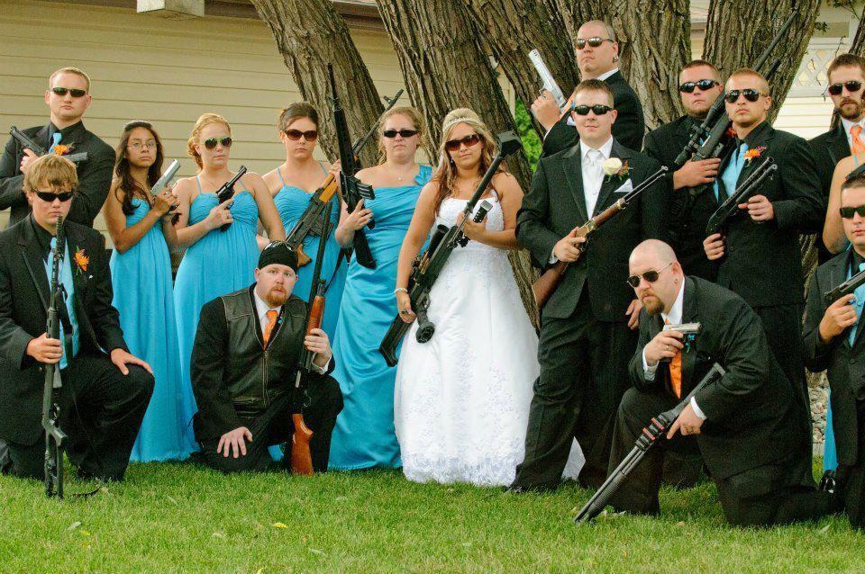 Шикарные свадебные фотобомбы и приколы (60 фото)