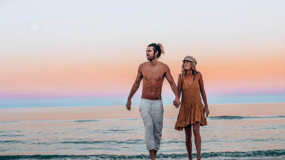 Влюбленная пара посетила 22 страны за 22 месяца