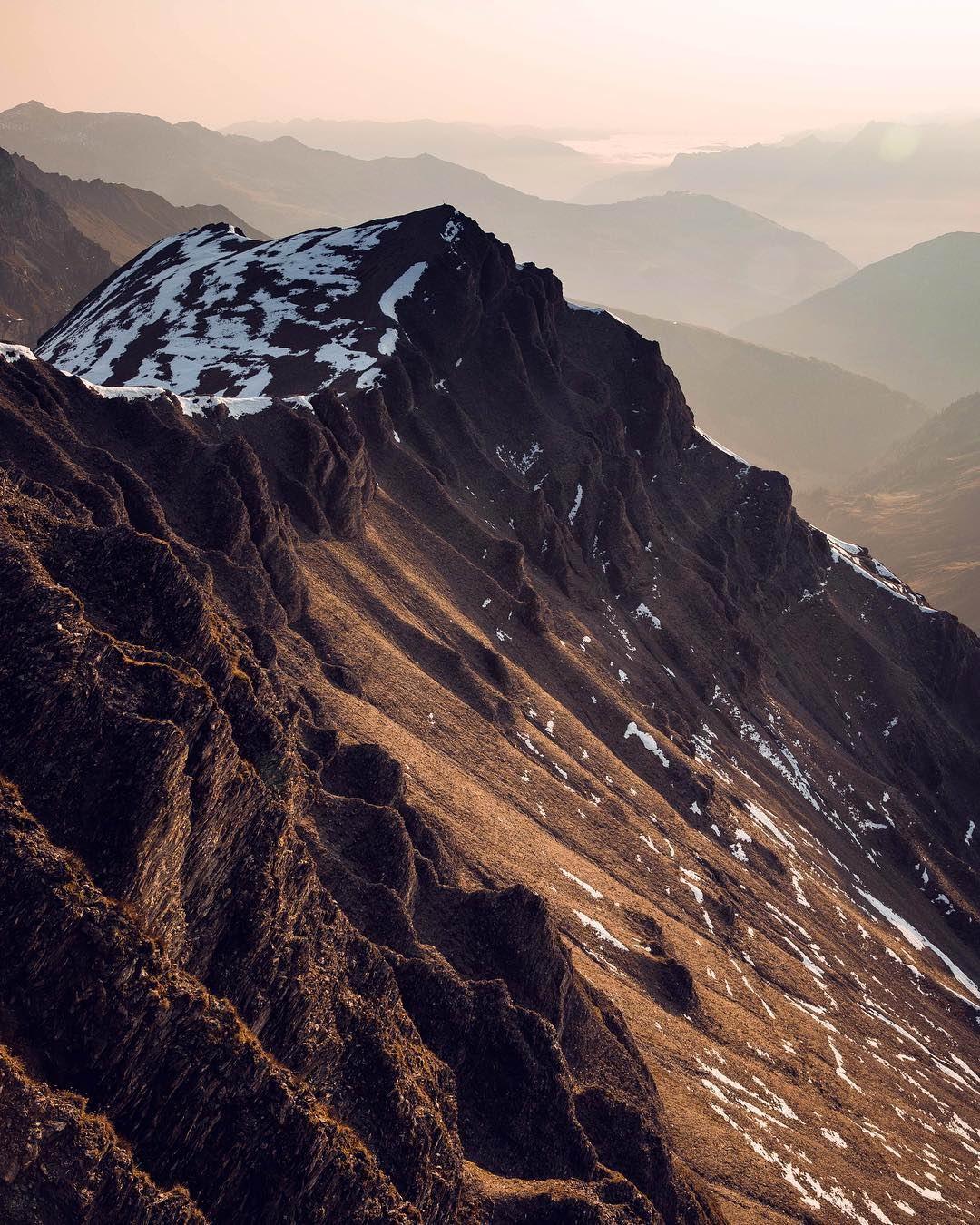Горные пейзажи на снимках Тома Клокера (25 фото)