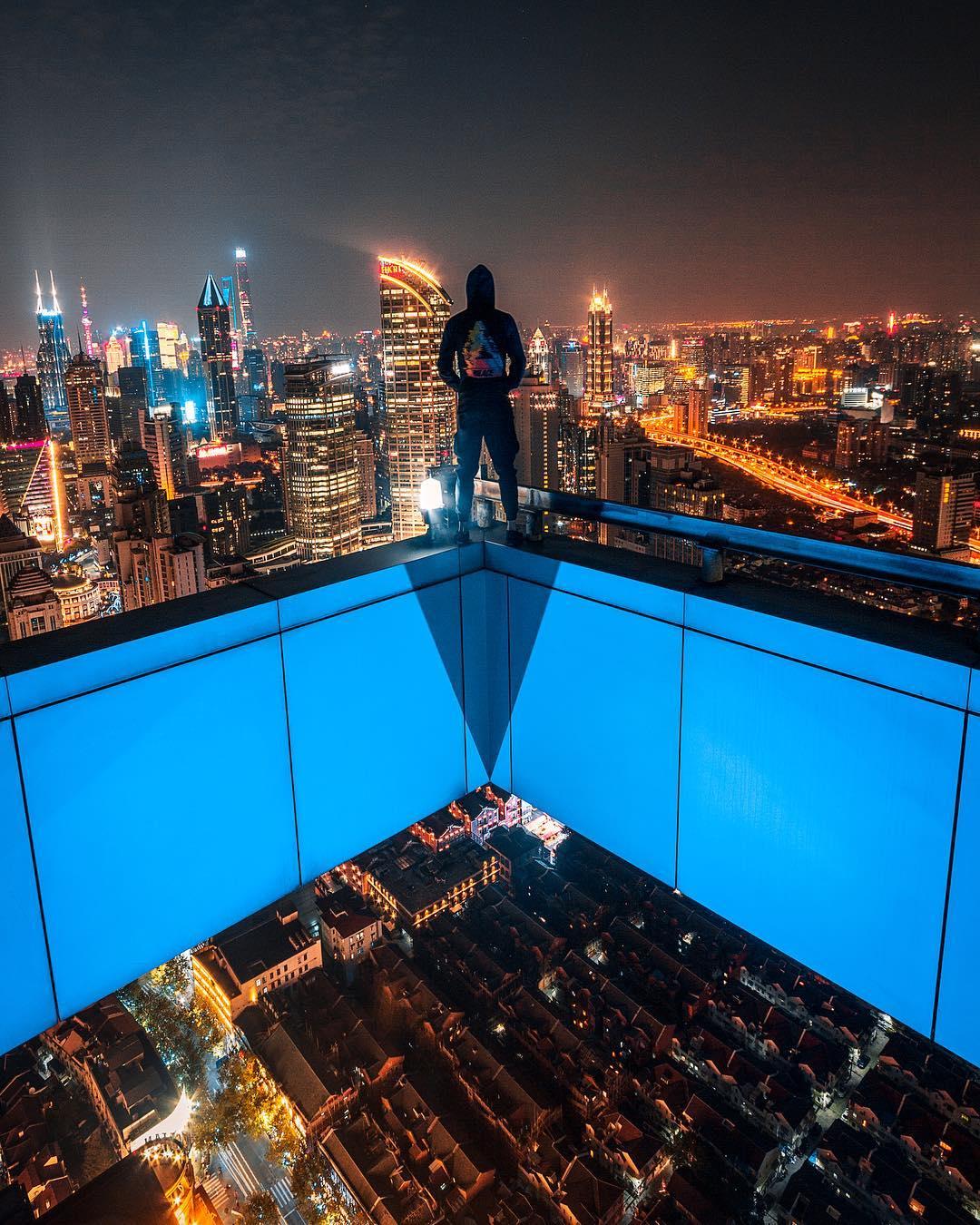 Ночные улицы китайских городов на снимках Виктора Чанга (25 фото)