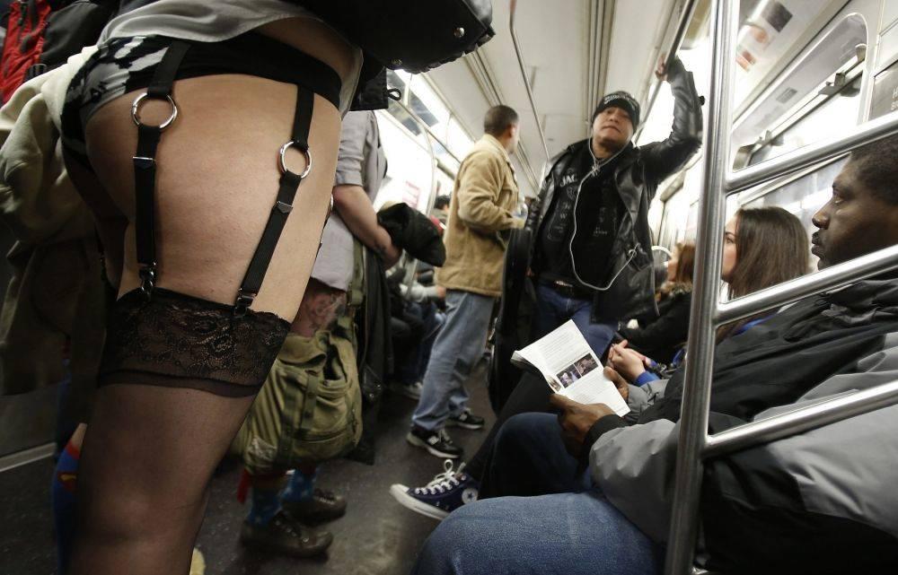 Почему мужчины любят общественный транспорт (65 фото + гифки)