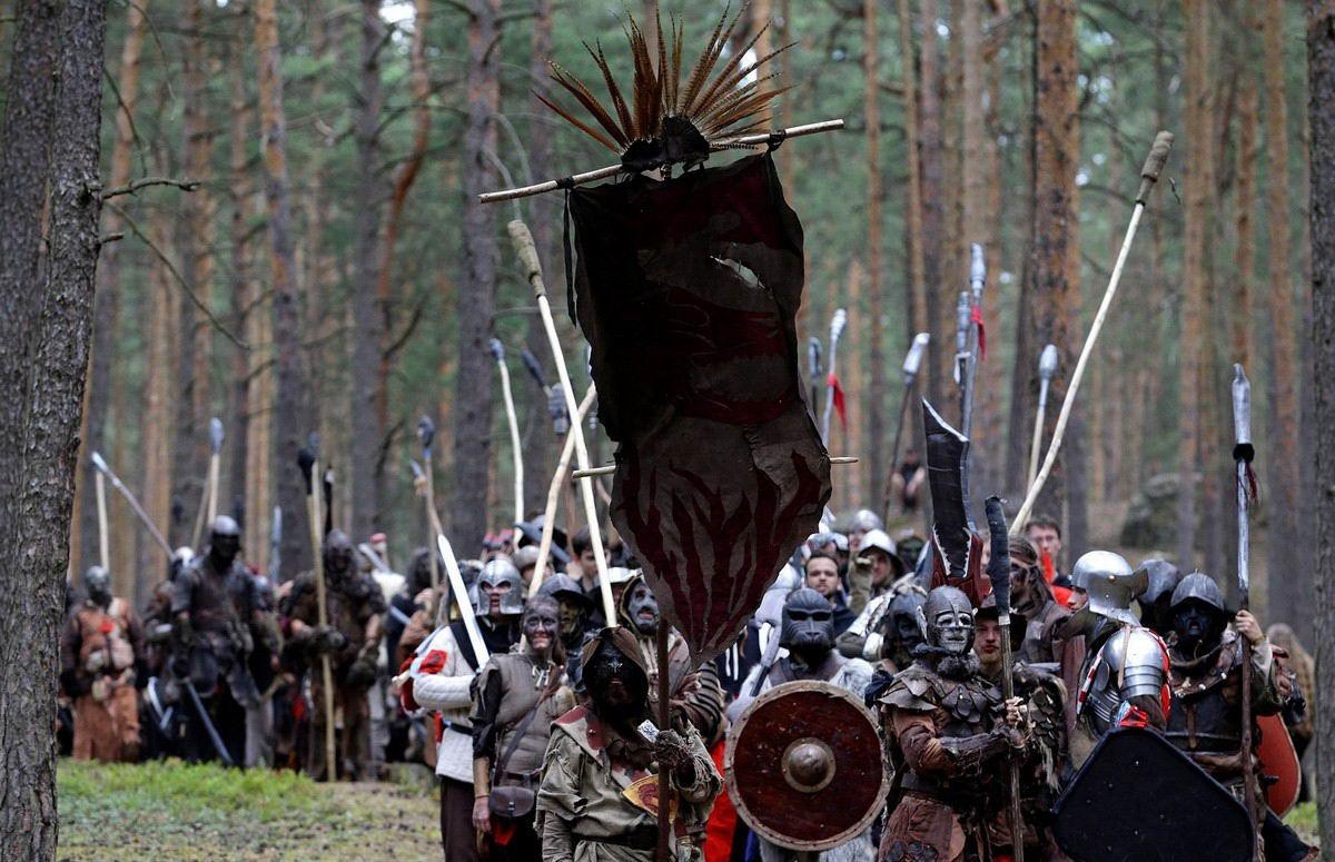 Эльфы, гномы и орки сразились в чешском лесу (22 фото)